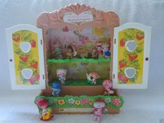 Vintage Strawberry Shortcake Display Case Cabinet & 11 Minis PVC Vintage Nice