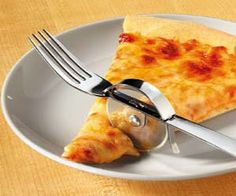 Easily slice and eat your pizza with this genius pizza slicer fork. This 2-in-1 eating utensil has the functionality of a pizza slicer with the practicality of a regular fork, making it perfect for people who like to eat their pizza with a knife and a fork.