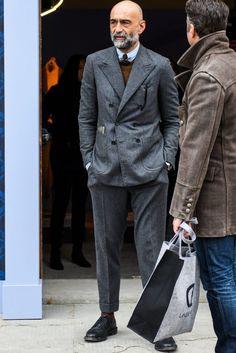 Men S Fashion Shoes Refferal: 9153348906 Mens Fashion Quotes, Hipster Fashion, Cool Street Fashion, Suit Fashion, Hipster Style, Fashion Rings, Fashion Shoes, Light Grey Suits, Wedding Dress Suit