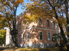 Hakasalmen huvilan omat verkkosivut on nyt avattu osoitteessa www. Helsinki, Old Buildings, Finland, The Good Place, Places To Go, Mansions, House Styles, Castles, Houses