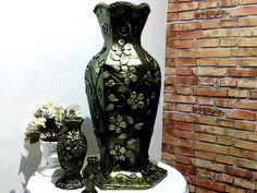 faça você mesmo Vaso grande com caixa de leite, Dicas de artesanato para ganhar dinheiro.  Aprender a Trabalhar em casa? Veja no site o passo a passo do vasos decorativo e outras idéias de Faça e venda artesanato. vasos artesanais e reciclagem cardboard vase - vase carton diy #vasodecorado #vaso #vases #diy #diycrafts #artesanato #façavcmesmo #doityoself #Ideiasdeartesanato #viverdeartesanato #Ideiasdeartesanatoparavender #trabalharemcasa #Empreendedorismoideias #Façaevendaartesanato Diy Crafts For Home Decor, Diy Crafts Hacks, Diy Crafts For Gifts, Vase Crafts, Diy Resin Crafts, Bottle Crafts, Diy Cardboard Furniture, Cardboard Crafts, Diy Para A Casa