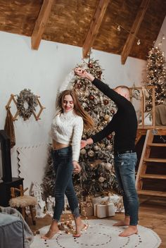New Year Photoshoot, Couple Photoshoot Poses, Couple Photography Poses, Family Christmas Pictures, Christmas Couple, New Year Pictures, Christmas Photography, Outfit, Instagram