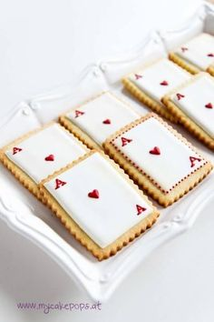 Queen of Hearts Cookies - would be cool for an Alice in Wonderland high tea portion . - Queen of Hearts Cookies – would be cool for an Alice in Wonderland High Tea portion … - Alice In Wonderland Cakes, Alice In Wonderland Birthday, Wonderland Party, Mad Hatter Party, Mad Hatter Tea, Alice Tea Party, Cakepops, Baby Shower Cakes, Cookie Decorating