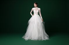 Fall in love with your wedding dress at our bridal boutique in Columbus, Ohio. Enjoy a 90 minute session of one-on-one attention from our bridal stylist. Gorgeous Wedding Dress, Chic Wedding, Wedding Styles, Beautiful Dresses, Couture Wedding Gowns, Gown Wedding, Tropical Flowers, Dream Dress, Trends