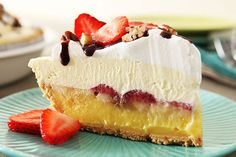 Vanilla pudding, fresh banana slices and strawberries, a layer of COOL WHIP, chocolate drizzle and nuts. With a pie like this, who needs ice cream?