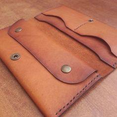 Wallet, create in Tyumen # Tyumen # wallet # by … – Bag Ideas Leather Wallet Pattern, Small Leather Wallet, Handmade Leather Wallet, Wallets For Women Leather, Leather Purses, Leather Diy Crafts, Leather Projects, Handmade Wallets, Handmade Bags