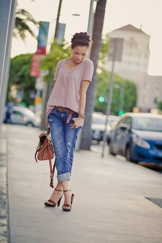 Boyfriend jeans and a t-shirt - so cute!