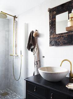 Apartment Interior, Home Interior, Bathroom Interior, Interior Modern, Stockholm Apartment, Eclectic Bathroom, Design Bathroom, Modern Bathroom, Bathroom Ideas