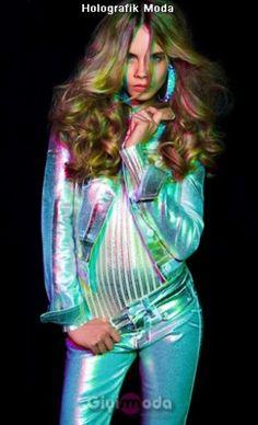 #holographic fashion trend http://www.giyimvemoda.com/holografik-moda-nedir.html