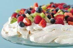 Heaven on a Cloud---Pavlova! I 💜Pavlova! Desserts Ostern, Köstliche Desserts, Summer Desserts, Delicious Desserts, Dessert Recipes, Yummy Food, Cake Recipes, Easter Desserts, Tasty