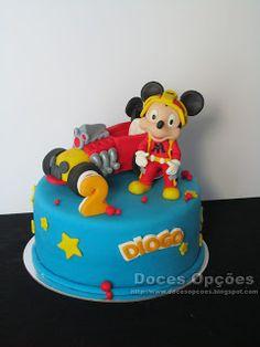 Doces Opções: Bolo de aniversário Mickey e os Super Pilotos