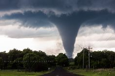 Most powerful images and video of tornadoes on Earth in The extreme weather and tornado season. See the amazing vMost powerful images and video of tornadoes on Earth in The extreme weather and tornado season. See the amazing video and photos. Tornados, Thunderstorms, Natural Phenomena, Natural Disasters, Tornado Pictures, Tornado Pics, Cool Pictures, Funny Pictures, Sprites