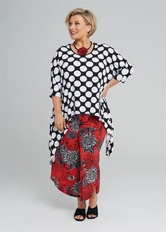 Kledingtips voor de kleine vrouw met een grotere maat. Mode Plus, Stylists, Plus Size, Lifestyle, Elegant, Blouse, Outfits, Tops, Fashion