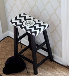 DIY Monogramed Chevron Stool {Ottomans & Stools} Monograming in so hot right now, why not monogram your own stool! Making it personalized and stylish all at the… Painted Furniture, Diy Furniture, Monogram Painting, Painted Stools, Ottoman Stool, Diy Monogram, Home Remodeling Diy, Up House, Diy