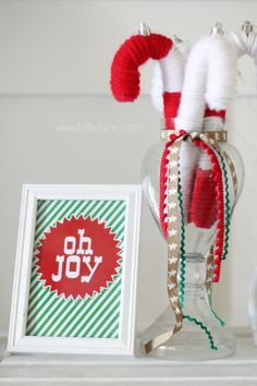 Cute yarn candy cane tutorial, so cute for Christmas decor. DIY Christmas ornaments are the best! Love yarn projects, an easy craft idea!