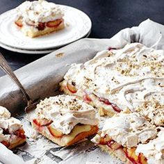 Ciasto kruche ze śliwkami, budyniem i bezą | Kwestia Smaku