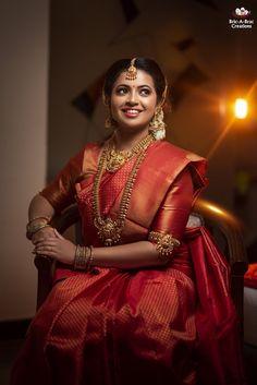 Kerala Hindu Bride, Indian Bride Poses, Bridal Sarees South Indian, Indian Bridal Photos, Indian Wedding Photography Poses, Bridal Silk Saree, Indian Bridal Fashion, Indian Wedding Outfits, Saree Wedding