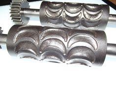 Sehr seltene alte antike Bonbonwalze für Bonbonmaschine. Messing / Eisen um 1900 | eBay Hard Candy, Messing, Napkin Rings, Candy, Antiquities, Ice, Napkin Holders