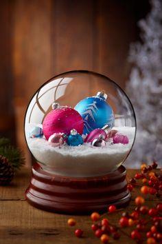 How to Make a Homemade Snow Globe Tutorial Diy Snow Globe, Christmas Snow Globes, Winter Christmas, All Things Christmas, Christmas Time, Xmas, Christmas Projects, Holiday Crafts, Homemade Snow Globes