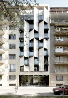 Angled facade allows private balcony spaces with dynamic elevation Hotel Architecture, Residential Architecture, Contemporary Architecture, Architecture Details, Building Architecture, Building Exterior, Building Facade, Building Design, Facade Design
