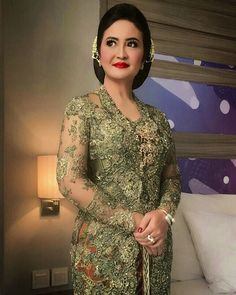 Instagram photo by ani2medy - Ibu eva Lotharia latif , makeup by @ani2medy , kebaya by @verakebaya #ibupenganten #kebaya #verakebaya #sanggul #sanggul sunda #makeupartist #ani2medy #ig #instaday #instagram #instbeauty #photo #photooftheday