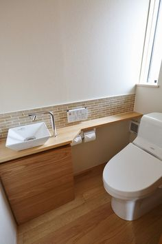 minus the tile Small Toilet Design, Bathroom Design Small, Bathroom Interior Design, Modern Bathroom, Muji Haus, Ideas Baños, Toilet Room, Japanese Interior, Laundry In Bathroom
