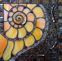 Coquille ~ By Lin Schorr Would make a beautiful stepping stone for the beach house! Tile Art, Mosaic Art, Mosaic Glass, Mosaic Tiles, Fused Glass, Glass Beads, Glass Tiles, Blown Glass, Stained Glass Patterns