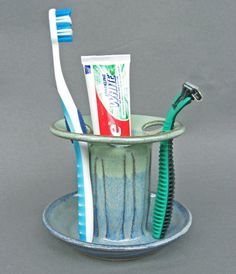 Toothbrush Holder 6 Slots in Cobalt Blue and Green Glaze Ceramic Painting, Ceramic Art, Pots, Sink Organizer, Modern Sectional, Yarn Bowl, Bathroom Organisation, Pottery Making, Glazes For Pottery