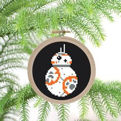 Instant download PDF cross stitch pattern of BB8. - Simple, easy, small pattern great for beginners. - Star Wars, The Force Awakens, The Last Jedi - christmas tree ornament, gift idea  Pattern fits into a 4-inch embroidery hoop, which can be made into a tree ornament.