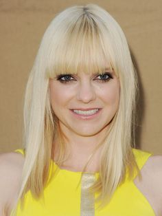 Anna Farris is glowing with her platinum blowout, punky eyes and metallic pink lips  http://www.cosmopolitan.com/hairstyles-beauty/skin-care-makeup/cosmo-beauties-of-the-week-august-2#slide-4