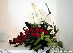 Arranjo com flores naturais.