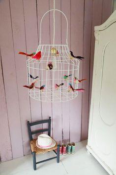 Sprookjesachtig mooi!! De vogeltjeslamp van Dutch Dilight   Via Kinderkamerstylist.nl #hanglamp #kinderlamp