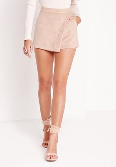 We& seriously crushin& on the skort again and this babin& bonded piece is the one! The supremely soft faux suede is heavenly and sassy skort shape has got us all obsessed. Style with a white bralet and barely there heels for new season ch. Nude Outfits, Fall Outfits, Summer Outfits, Fashion Outfits, Cute Skirts, Mini Skirts, Skort Outfit, Look Con Short, Hot Pants