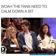 You get to meet Louis and sit by him at least pretend to be happy One Direction Humor, One Direction Pictures, I Love One Direction, 1d Day, Louis Williams, 1d And 5sos, Calm Down, Larry Stylinson, Louis Tomlinson