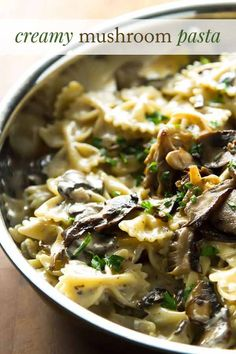 Sliced mushrooms with a creamy pasta. This creamy mushroom pasta is a quick and easy dinner Creamy Mushroom Pasta, Creamy Mushrooms, Creamy Pasta, Stuffed Mushrooms, Stuffed Peppers, Pasta Cremosa, Pasta Casera, Pasta Dinner Recipes, Soups