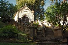 kastiel fricovce 1912 - Hľadať Googlom Tower Bridge, Cabin, House Styles, Travel, Home Decor, Viajes, Decoration Home, Room Decor, Cabins