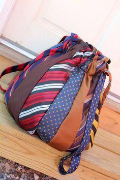 Sewing Bags Project Necktie Hobo Bag Purse recycled Crafty Bags From Old Clothes - Old clothes can be given new life by easily upcycling them into awesome bags with a little inspiration. Here is our selection of some creative examples. Tie Crafts, Fabric Crafts, Sewing Crafts, Sewing Projects, Old Ties, Hobo Bag, Sewing Hacks, Diy Fashion, Purses And Bags