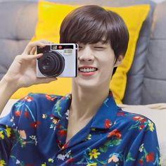 Daejeon, Pin Pics, Pop Idol, Boy Bands, The Twenties, Kpop, Guys, Twenty Twenty, Icons