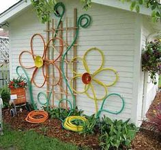 nest full of eggs: summer 11 ideas house garden hose flowers, centers are bundtpans Garden Whimsy, Garden Junk, Garden Hose, Garden Crafts, Garden Projects, Garden Ideas, Diy Projects, Outdoor Art, Outdoor Gardens