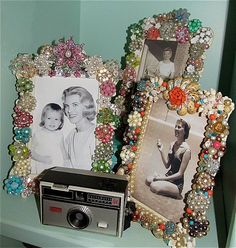 I think my niece could help me figure out how to make these frames ... :)