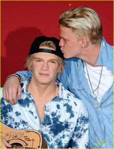 Cody Simpson Takes Selfies & Kisses His Wax Figure at Madame Tussauds Orlando: Photo #943923. Cody Simpson gives his wax figure a kiss during the unveiling ceremony held at Madame Tussauds on Friday (March 18) in Orlando, Fla.    The 19-year-old musician…