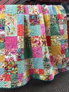 Our Boho quilt kit is an easy quilt to make ~ perfect for the beginner quilter. Two different sized squares and a collection of 16 fabrics in warm colours and fabulous prints makes this eclectic quilt the perfect addition to add a splash of boho charm! Kit includes instructions and all fabric for quilt front and bindi
