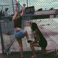 Priceless photos you should have with your sister - Bff Pictures Bff Pictures, Best Friend Pictures, Friend Photos, Beach Pictures, Best Friend Fotos, Friend Tumblr, Best Friend Photography, Family Photography, Photography Office