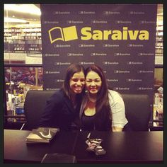 """Karina S.: """"Sylvia Day and I!!! Loved to meet her... She's great and funny and adorable!! #sylviaday #crossfire #book #books #bookworm #livros"""""""