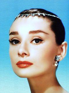 En tiara til dronninger af skærmen ... (top til bund) Brigitte Bardot / Audrey Hepburn / Anita Ekberg / Pier Angeli / Kathryn Grayson / Gina Lollobrigida / Marilyn Monroe / Elizabeth Taylor