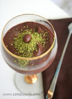 Ev yapımı nefis çikolatalı puding tarifi :) Her zaman sonucundan memnun kaldığım tariflerden.. Malzemeler : 1 litre süt 1 su ...