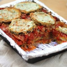 Cornmeal crusted eggplant & roasted tomato lasagna - gluten free vegetarian and under 500 calories per serving. Veggie Recipes, Real Food Recipes, Great Recipes, Vegetarian Recipes, Cooking Recipes, Healthy Recipes, Healthy Meals, Healthy Food, Yummy Food