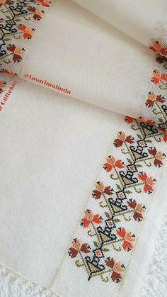 Crochet Flower Tutorial, Crochet Flowers, Baby Knitting Patterns, Embroidery Patterns, Cross Stitch Designs, Cross Stitch Patterns, Swedish Embroidery, Palestinian Embroidery, Cross Stitch Bookmarks