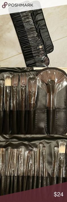 """NWT 32 makeup brush set with carrying case New With Tag 32 pieces makeup brush set with carrying case.  They measure from 6"""" to 8"""" long.  Wooden handles with synthetic hair. Makeup Brushes & Tools"""