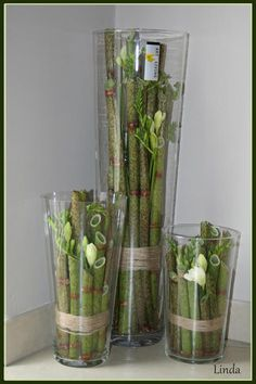 3 Vases of different height, filled with polygonum and flowers (freesias) - how to